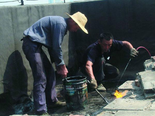 專(zhuan)業地下室堵漏的防(fang)水設置與細部構(gou)造方法